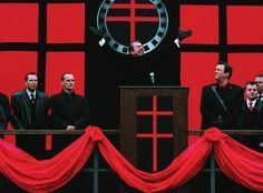 Natalie Portman and Hugo Weaving in V for Vendetta V For Vendetta 2005, V Pour Vendetta, Action Film, Action Movies, League Of Extraordinary Gentlemen, Hugo Weaving, Horror Comics, Event Photos, Movies