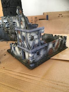 Malval table – Painting more buildings – Simple as War