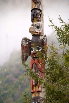 """Alaskan Totem a pinner said *On our trip to Alaska a native elder was going to point out the largest totem in the world, but because of the fog his statement was: """"but not today"""". Native Indian, Native Art, Native American Art, Indian Art, American Indians, Arte Inuit, Arte Haida, Haida Art, Arte Tribal"""