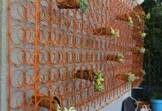 diy outdoor decor Was tun mit alten Matratze - 7 kreative Ideen - Bob Vila Bathroom Vanities and Bed Bed Spring Crafts, Spring Projects, Diy Projects, Old Bed Springs, Mattress Springs, Box Springs, Diy Mailbox, Hanging Flower Baskets, Vertical Planter