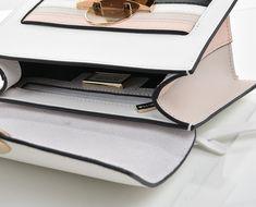 c9e013a0f Malá kožená kabelka s pruhy Cromia #bilakabelka #kozenakabelka