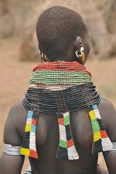 Nyangatom girl with nyeboli ornaments on the back of the necklace. The land of the Nyangatom is traditionally around Mount Naita, so they live just north of the disputed Ilemi triangle, currently held by Kenya in both South Sudan and Ethiopia. African Beads, African Jewelry, Tribal Jewelry, We Are The World, People Of The World, African Tribes, African Art, African Image, Tribal People