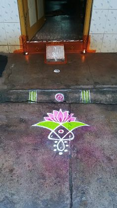 Simple Rangoli Border Designs, Simple Art Designs, Rangoli Designs Latest, Rangoli Borders, Rangoli Designs Flower, Free Hand Rangoli Design, Small Rangoli Design, Rangoli Patterns, Rangoli Ideas