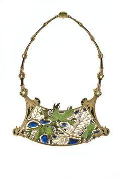 René  Lalique, Collier Noisettes (plique a jour enamel on chased gold, set with old brilliant-cut diamonds, peridots, blue glass cabochons), 1899