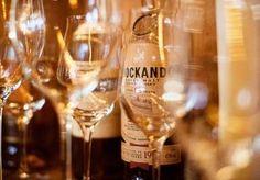feinste Whiskies an unserer Hotelbar im Stubaital Whisky, Flute, White Wine, Alcoholic Drinks, Champagne, Tableware, Glass, Food, Good Food