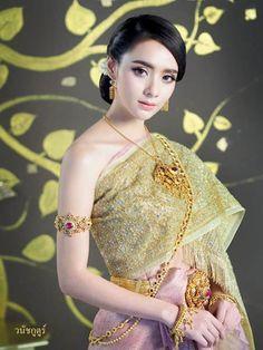 Traditional Thai Clothing, Traditional Fashion, Traditional Dresses, Thailand Costume, Thailand Outfit, Thai Wedding Dress, Khmer Wedding, Cambodian Wedding, Thai Dress