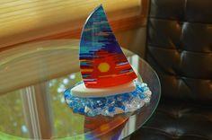 Stained Glass art On Bottles - Shattered Glass art - Hot Glass art Videos - - Glass art Fish Broken Glass Art, Shattered Glass, Sea Glass Art, My Glass, Stained Glass Art, Mosaic Glass, Mosaic Art, Mosaic Mirrors, Glass Boat
