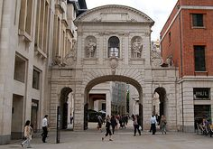 Temple Bar Gateway, the entrance to the City of London. At Temple Bar the Lord Mayor presents the City's pearl-encrusted Sword of State to the Sovereign as a symbol of the latter's overlordship. Temple Bar, Fleet Street, Fair Lady, London City, Banks, Sword, Entrance, Cathedral, Restoration