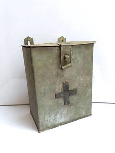 Retrouvez cet article dans ma boutique Etsy https://www.etsy.com/fr/listing/535442329/rare-old-galvanized-charity-donation