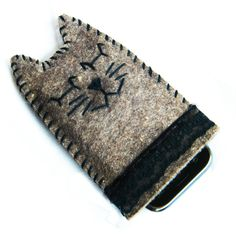http://it.dawanda.com/product/47696914-gatto-per-phone-portacellulare-di-feltro