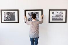 Höher, tiefer, enger zusammen, weiter auseinander? Hier sind die wichtigsten Regeln zum Aufhängen von Bildern in Ihren vier Wänden.