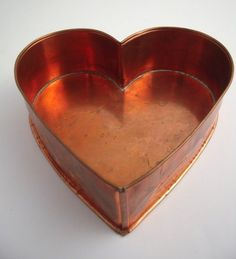 Vintage MICHAEL BONNE Copper Heart Cake Pan Mold .Nice serving piece. i use mine for appetizers.