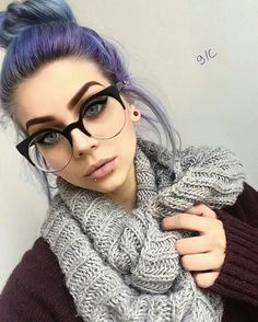 Are you the one who is looking for a great substitute to the standard lip piercings? If yes, then you can try Jestrum Lip Piercing. The Jestrum piercing is Labret, Lunette Style, Tattoo Und Piercing, Medusa Piercing, Snake Eyes Piercing, Girls With Glasses, Grunge Hair, Eye Glasses, Purple Hair