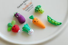 Mini veggie magnets made of polymer clay.  Too cute!  Could make all sorts of foods for the refrigerator