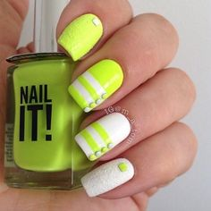 Simple yet pretty yellow nail art design. The nails are covered in yellow polish with white stripes near the tips as well as matte white polish and beads to complete the effects. Neon Nails, Love Nails, Pretty Nails, My Nails, Nail Art Jaune, Uñas Color Neon, Uñas Diy, Nail Design Spring, Nailart