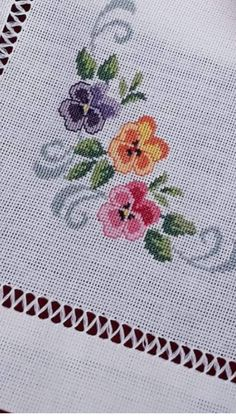 1 million+ Stunning Free Images to Use Anywhere Cross Stitch Pillow, Cross Stitch Borders, Cross Stitch Designs, Cross Stitching, Cross Stitch Patterns, Embroidery Stitches, Hand Embroidery, Embroidery Designs, Yellow Roses