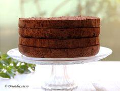 Pufos si aromat, blat de tort cu ciocolata este o reteta usoara si se prepara rapid. Raw Vegan, Food And Drink, Sweet, Desserts, Garden, Candy, Pastries, Tailgate Desserts, Deserts