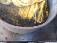Teñido matizado Urdimbre y Trama - YouTube Lana, Cabbage, Textiles, Vegetables, Videos, Color, Textile Art, Textile Design, Dyeing Yarn