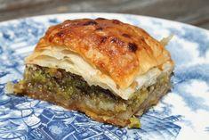 Eredeti török baklava recept. Nemhogy olyan, még finomabb mint itthon a török étkezdékben. Próbáld ki, nem nehéz! Spanakopita, Wok, Sandwiches, Favorite Recipes, Meals, Baking, Ethnic Recipes, Cookie, Biscuit