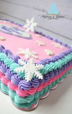 Edging off sheet cake Fancy Cakes, Cute Cakes, Pretty Cakes, Bolo Frozen Chantilly, Cake Decorating Tips, Cookie Decorating, Cake Candy, Strawberry Cakes, Strawberry Filling