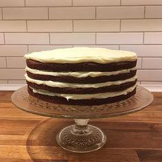 Weekenden stod i fødselsdagenstegn - min fødselsdag  Den blev fejret med en gammel klassiker i min familie: chokoladelagkage med flødeostecreme  Opskriften kommer snart på bloggen.  #lagkage #chokoladelagkage #chokolade #flødeost #creamcheese #chocolate #birthday #fødselsdag