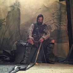 Here is a wee picture of #DuncanLacroix from #Outlander season1 between sword dances.