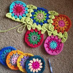 Transcendent Crochet a Solid Granny Square Ideas. Inconceivable Crochet a Solid Granny Square Ideas. Crochet Circles, Crochet Motifs, Granny Square Crochet Pattern, Crochet Blocks, Crochet Squares, Crochet Stitches, Crochet Granny, Granny Square Tutorial, Crochet Crafts