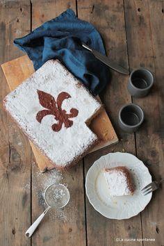 Schiacciata alla fiorentina.  Typical tuscan recipe. /Love the Florence Fluer de lys symbol with powdered sugar.