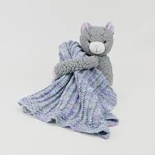 DMC Hug This Kitten Blanket. Simple Cables Baby Blanket pattern and yarn with stuffed kitten. Knitting For Charity, Knitting Kits, Baby Knitting, Knitted Baby, Knitted Christmas Stockings, Christmas Knitting, Knit Baby Sweaters, Blanket Yarn, Mixed Babies
