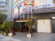 Hotel Manantiales Torremolinos Located a 10-minute walk from the beach in central Torremolinos, Hotel Manantiales offers air-conditioned rooms with free WiFi. This hotel has an on-site bar with an outdoor terrace.  Each room features a TV, free safe and wardrobe.