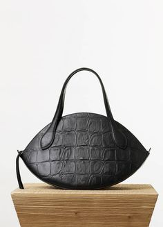 Large Curved Handbag in Black Stamped Crocodile Calfskin - Spring   Summer  Runway 2015 collections - 5122d97b78