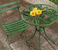 Una mesa y sillas de hierro herrumbradas pueden volver a la vida.