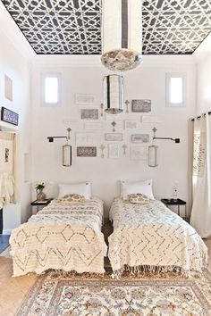 Stylish+modern+moroccan+bedroom+with+moroccan+decor+in+neutral+colors
