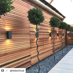 HeartStopping DIY Living Fence Art Ideas is part of Modern landscaping - HeartStopping DIY Living Fence Art Ideas Outdoor Garden Decor, Outdoor Gardens, Modern Gardens, Small Gardens, Small Space Gardening, Garden Spaces, Living Fence, Fence Art, Diy Fence
