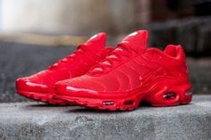 The Nike is digging all red sneakers this season, applying the shade on a number of kicks, including the Air Max Plus. We recently spotted the silhouette All Red Nike Shoes, Nike Shoes For Sale, Nike Shoes Outfits, Nike Free Shoes, Sports Shoes, Red Nike Shoes Womens, All Red Sneakers, Nike Air Max Plus, Tenis Nike Air Max