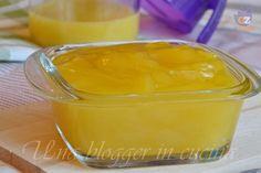 Crema all'arancia senza uova né latte, semplice, fresca, adatta per farcire dolci di ogni tipo, con succo o spremuta d'arancia. Ricetta veloce.