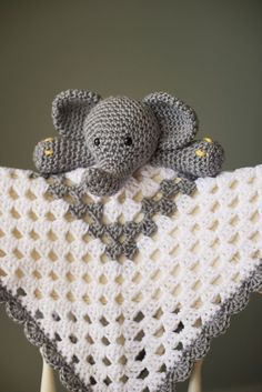 crochet security blanket Grey and White Elephant crochet granny square Security Blanket Available on Etsy - Crochet Crafts, Crochet Toys, Crochet Projects, Free Crochet, Knit Crochet, Crochet Granny, Crochet Ideas, Diy Crafts, Crochet Security Blanket