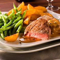 The foods you eat can affect your ulcerative colitis symptoms. See our tips for building a balanced meal plan that will help keep your symptoms under control. Ulcerative Colitis Diet, Crohns, Ulcer Diet, Balanced Meal Plan, Colon Cleanse Weight Loss, Great Roasts, Roast Beef Recipes, Weight Loss Snacks, Menu
