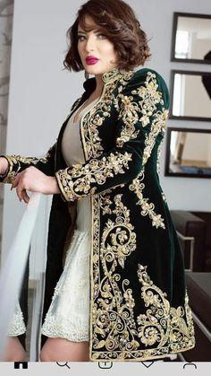 African Fashion Dresses, African Dress, Fashion Outfits, Arab Fashion, Baroque Fashion, Royal Dresses, Nice Dresses, Pakistani Formal Dresses, Wedding Dress Necklines