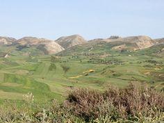 Collines verdoyantes en sortant de Sejnane. Images, Mountains, Nature, Travel, Pottery, Naturaleza, Viajes, Trips, Nature Illustration