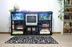 Pallet Entertainment Center from Yay! Apartmenting. Fun way to display aquariums and a great diy furniture project for organizing your electronics