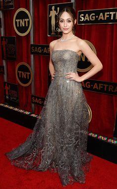 Emmy Rossum de Les stars les mieux habillées des SAG Awards 2015  Si vous vouliez des paillettes et du glamour, vous êtes servis ! La star de Shameless nous éblouit dans sa robe de bal Armani Privé.