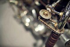 Acelerador con cadena y engranajes