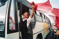 El Presidente Alberto Fujimori,a la salida de la residencia de la embajada de Japon en Lima-Peru..El Comercio