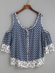 To find out about the Navy Ornate Print Contrast Trim Cold Shoulder Top at SHEIN, part of our latest Blouses ready to shop online today! Casual Chic, Casual Wear, Casual Outfits, Cute Outfits, Diy Clothes, Clothes For Women, Mode Top, Cute Tops, Refashion