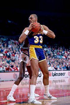 College Basketball, Basketball Court, All Stars, Chris Webber, Kareem Abdul Jabbar, Wnba, Nba Players, Los Angeles Lakers, Game