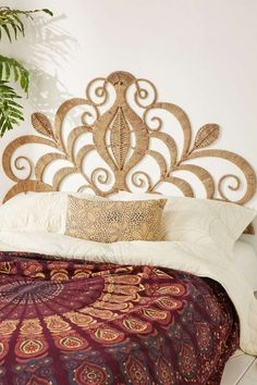 Searching for the right style headboard? Click through for 10 rattan headboard ideas that might just inspire you to give the trend a try yourself! Bedroom Design On A Budget, Bohemian Bedroom Design, Bohemian Interior, Modern Bohemian, Bohemian Style, Style At Home, Style Marocain, Boho Dekor, Headboards For Beds