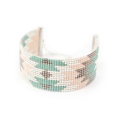 Bracelet manchette Aina - Finitions en plaquée argent - bead woven bracelet with Japan beads - vert d'eau et nude