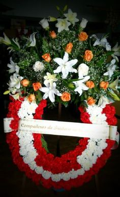 Coronas de flores funerarias a los tanatorios