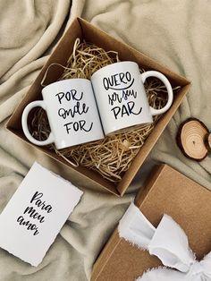 Lettering Tutorial, Decoden, Hostess Gifts, Gift Baskets, Teacher Gifts, Tableware, Inspiration, Boyfriend Gift Ideas, Mug Ideas